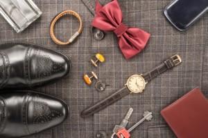 16ecb49239daf1 En effet, même si l'offre est moindre chez les hommes, vous pouvez trouver  des nombreux modèles parmi les bracelets, les colliers et les ...